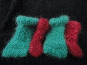 tricot à la main de chausson pour bébé